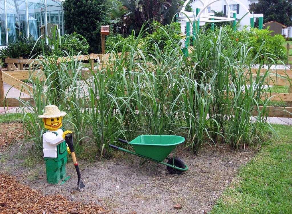 Lego-gardener1.jpg